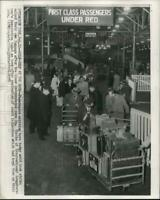 1957 Press Photo Passengers from liner unload their luggage at New York dock