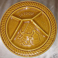 SARREGUEMINES FRANCE LA FONDUE DIVIDED DINNER PLATE 9 3/8