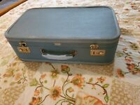 VACATIONER ROYAL Vintage luggage 21quot; x 12quot; Blue suitcase from Petersburg VA