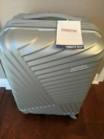 American Tourister Tribute DLX 20quot; Spinner Carry On Luggage