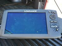 Lowrance fish finder hook 9. Comes with mounting bracket, cover, transducer.