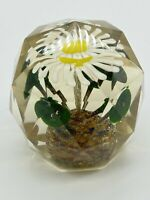 FACETED ART GLASS PAPERWEIGHT WHITE DAISY FLOWER DESIGN