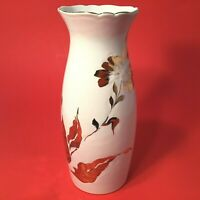 ROYAL HAEGER POTTERY VASE. WHITE WITH GOLD RECESSED LEAF FLOWERS 8 1/4