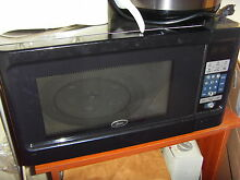 Oster 1 1 Cu  Ft 1000 watt Digital Microwave Oven Black   Stainless Steel