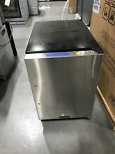 15IMBSFR MARVEL 15  WIDE  24  TALL ICEMAKER  STAINLESS  NEW OUT OF BOX