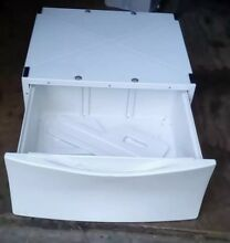 WHIRLPOOL DUET WHITE LAUNDRY PEDESTAL W STORAGE MODEL  LAB2700MQ0