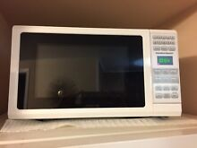 Hamilton Beach 0 7 Cu Ft Microwave Oven 700 watts White