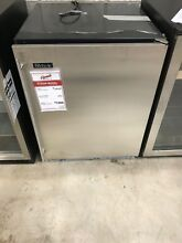 HA24RB31R Perlick ADA Compliant 24  Under Counter Beverage Fridge DISPLAY MODEL