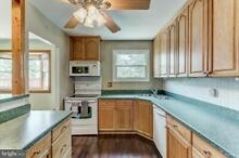 Used Kitchen Oak Cabinets Excellent Condition including Appliances