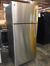GE TOP FREEZER STAINLESS STEEL E STAR 18 CU FT ICE MAKER REFRIGERATOR  879 MSRP