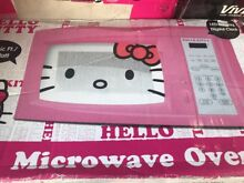 Hello Kitty Microwave  7 Cubic Ft 700 Watts Child Safe Lock Timer 10 Powers Pink