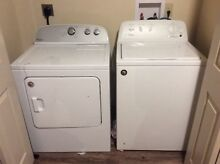 White Whirlpool Washer   Dryer Set