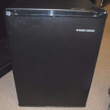 BLACK AND DECKER MINI FRIDGE REFRIGERATOR 1 7 CUBIC FEET W  FREEZER BCFA27B