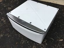 Whirlpool Laundry Pedestal For Washer Or Dryer   White Chrome Handle