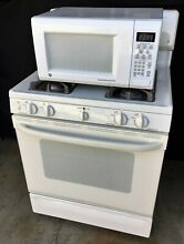 GE SPECTRA XL 44 GAS RANGE   MATCHING GE 1 5kW COUNTER TOP MICROWAVE  PRE OWNED