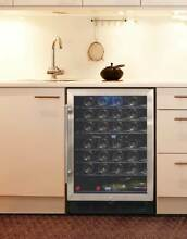 Wine Cooler with Reversible Hinge  ID 3285674