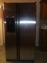 GE Side By Side Stainless Steel Refrigerator  GSS25GSHSS 400 REDUCED