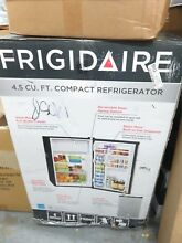 Frigidaire Mini Refrigerator 4 5 cu  ft Fridge Freezer Shelf Storage Silver Mist