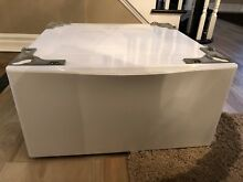 Whirlpool WFP24GW in White Laundry Pedestal for Front Load Washer and Dryer
