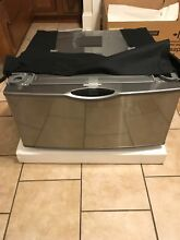 SAMSUNG  Laundry Pedestal Platinum WE357A0P