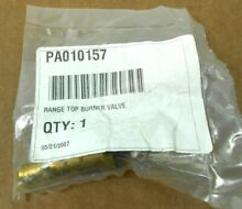 1 NIB VIKING PA010157 003515 000 RANGE TOP BURNER GAS VALVE AND BOLT KIT