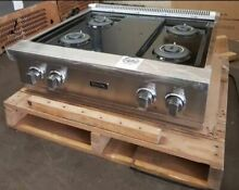 NEW IN BOX  Viking Professional  30in Gas Rangetop with 4 Burners   VGRT5304BSS