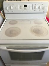 FRIGIDAIRE ELECTRIC RANGE  GLASS TOP WHITE EXCELLENT CONDITION USED