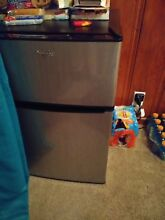 Whirlpool  3 1cu  ft  Mini Refrigerator Stainless Steel  BCD 88V
