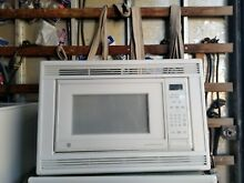 GE GLASS TURNTABLE MICROWAVE OVEN  VERY CLEAN   COMES WITH THE STYLISH TRIM KIT