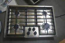 Bosch NGM5055UC 31  Stainless 4 Burner Gas Cooktop NOB  25598 HL