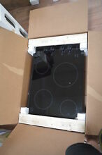 Amana AEC6540KFB 31  Black Electric Smoothtop Cooktop NOB  27849 HL