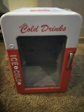 Retro Portable Mini Fridge Cooler   Warmer AC DC Thermoelectric Works Red White