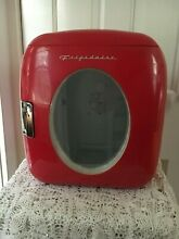 Frigidaire Portable Retro Mini Fridge   Red