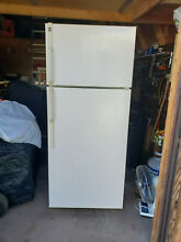 HOTPOINT Refridgerator model HTS18GBSBRCC FOR LOCAL PICK UP ONLY