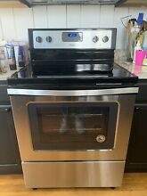 Whirlpool WFE320M0ES2 4 8 cu  ft  Freestanding Electric Range Oven