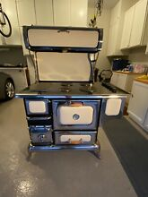 Heartland Classic 6210 Electric Range 48  creme color in good condition