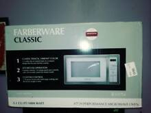 Farberware High Performance Classic Microwave Oven 1 1 Cu  Ft  1000 Watt WHITE