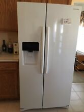 Samsung Side by Side 25 cubic ft Refrigerator   White  ice   water dispenser