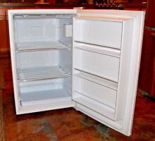 KENMORE Upright Freezer 5 0 cu  ft White Model  28502 Excellent Condition