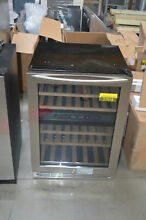 Insignia NS WB44SS8 24  Stainless Under Counter Wine Cooler NOB  27372 HRT