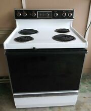 GE JBP26GJ1WH 30  White Free Standing Self Clean Electric Range  Preowned Clean
