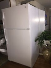 Kenmore refrigerator white color  very clean  no damages
