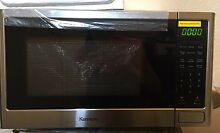 Kenmore Compact 0 9 cu ft  Stainless Steel Countertop Microwave Oven warm Up