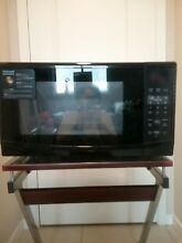 Brand New Frigidaire Microwave  In great condition  No scratches  Works perfect