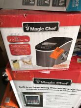 Magic Chef 27 lb  Portable Countertop Ice Maker in Black Stainless