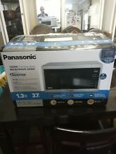 Panasonic 1 3 Cu Ft Stainless Steel Countertop Microwave Oven NN SC668S New open