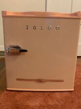 Igloo 1 6 Cu Ft  Mini Refrigerator with Reversible Door Pink