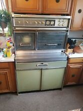 Vintage 1969 Mid Centruy Modern Frigidaire Flair Stove and Oven Green