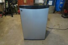GE 4 4 Cubic Ft Freestanding Small Mini Refrigerator Freezer   Black