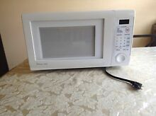 Magic Chef CHEF9 900 Watt Microwave Oven